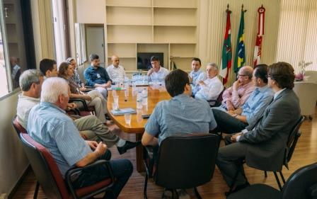 FIESC e autoridades do município visitam obra do SESI Indaial que deve ser concluída em junho/2017
