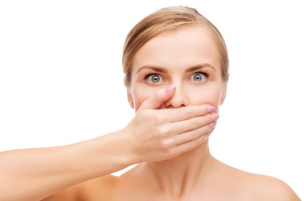 Dentista esclarece cinco dúvidas frequentes sobre o mau hálito
