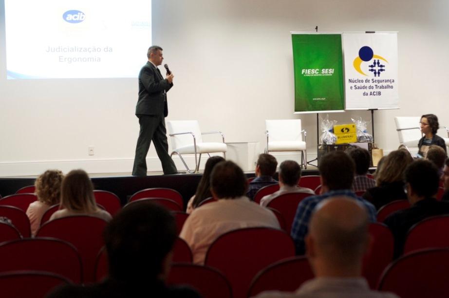 Especialistas defendem ergonomia como programa contínuo nas empresas em evento promovido pela Acib e SESI