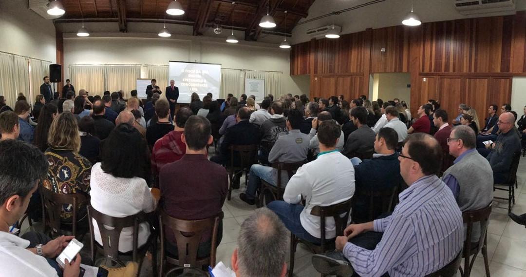 Entidades, contadores e empresários debatem sobre a Concorrência Leal 3 em Blumenau