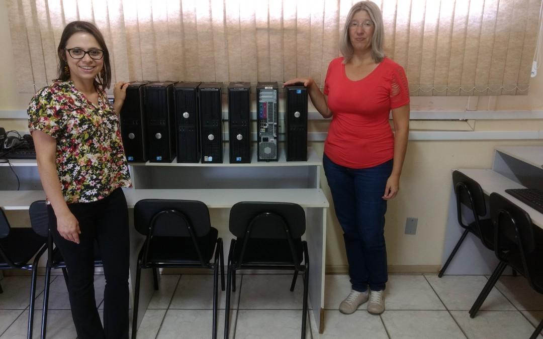 Colégio Municipal de Indaial recebe equipamentos de informática