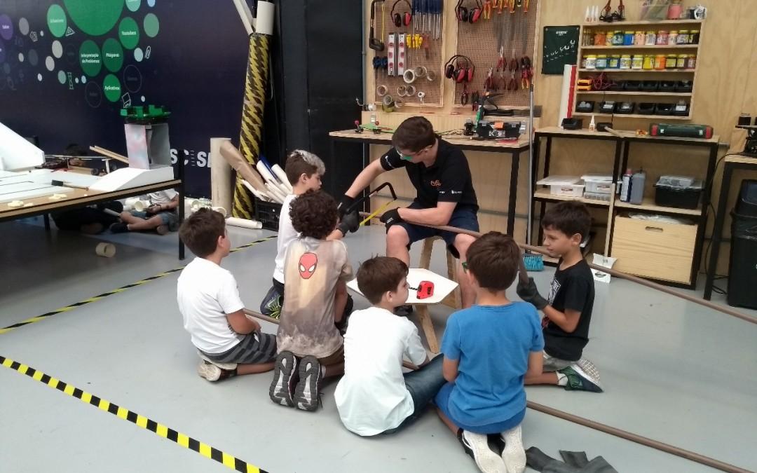 Espaço de Educação Maker do SESI de Blumenau promove feira de descobertas e invenções