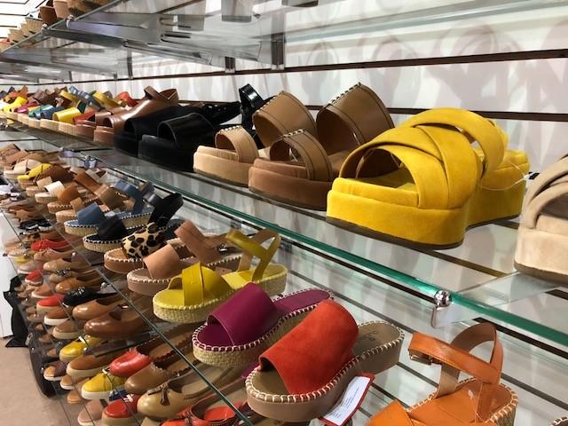 Alta do dólar torna calçados brasileiros mais competitivos, afirma especialista