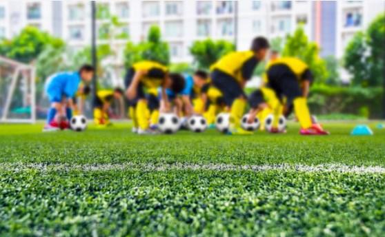 Esporte na infância: conheça os benefícios da escolinha de futebol