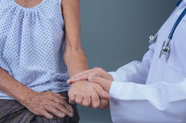 Quedas na terceira idade: saiba como idosos podem se prevenir