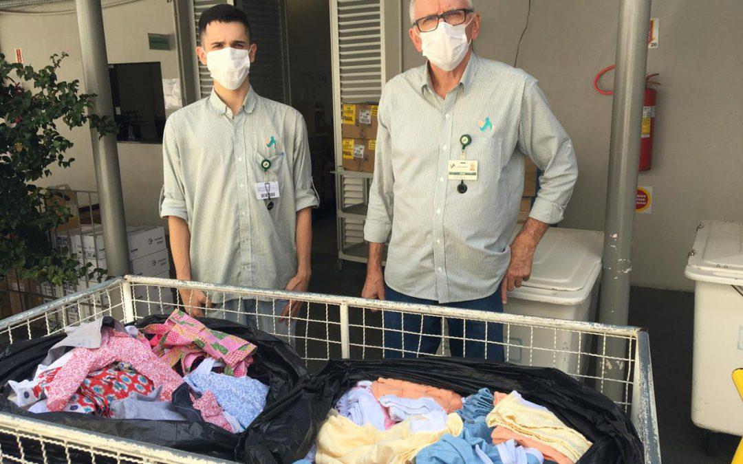 Colaboradores e alunos do SESI e SENAI auxiliam na confecção e distribuição de aventais e máscaras