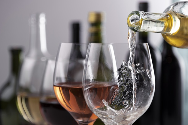 Vinhos e inverno: sommelier dá dicas para aproveitar a estação com um bom vinho rosé