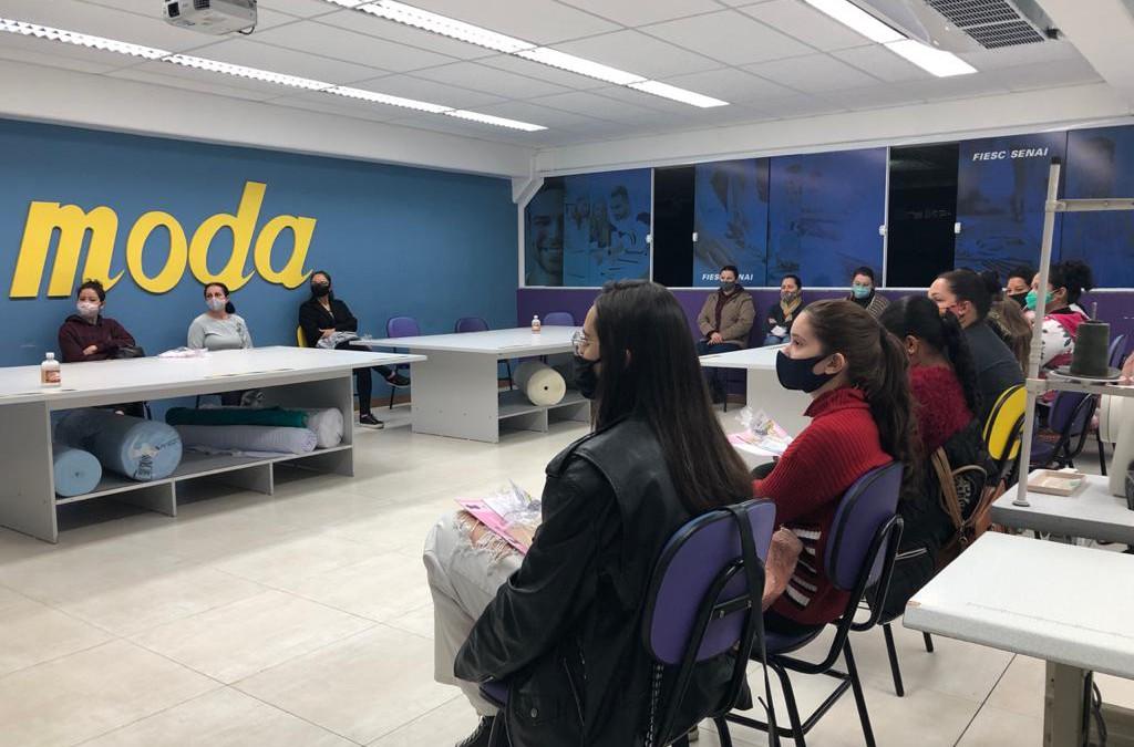 SENAI em parceria com SINTEX, SINTEVE e empresas da região promove curso de costura básica