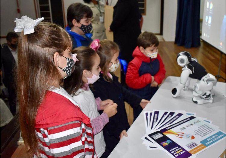 Projeto Escola do Amanhã beneficia 400 crianças e jovens de Rodeio